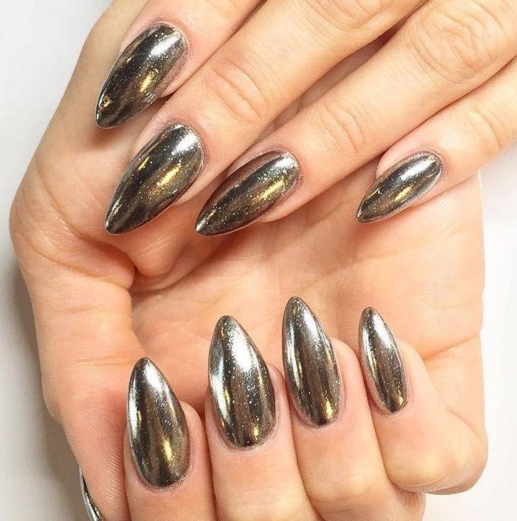Дизайн ногтей хромовой пудрой по черному гель-лаку