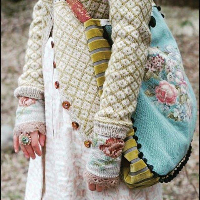 #lekmedtradisjoner #kofte #broderier #strikk #knit #farger #wiola #røverkofta bok nr. 3 #gyldendal