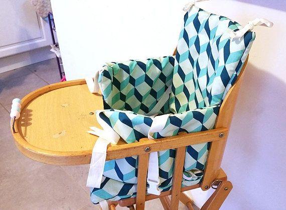 Votre Bebe A Une Chaise Haute Combelle Choisissez Lui Un Coussin Design En Coton Pour Etre Confortablement Assis Quali Designer Pillow Cushions High Chair