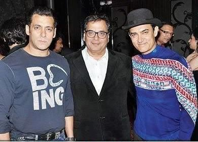 Aamir Khan Brings Back The Hat At Subhash Ghai's Party