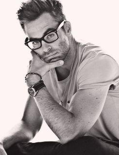 Never seen anyone look so good with scruffs or glasses. Chris Pine.
