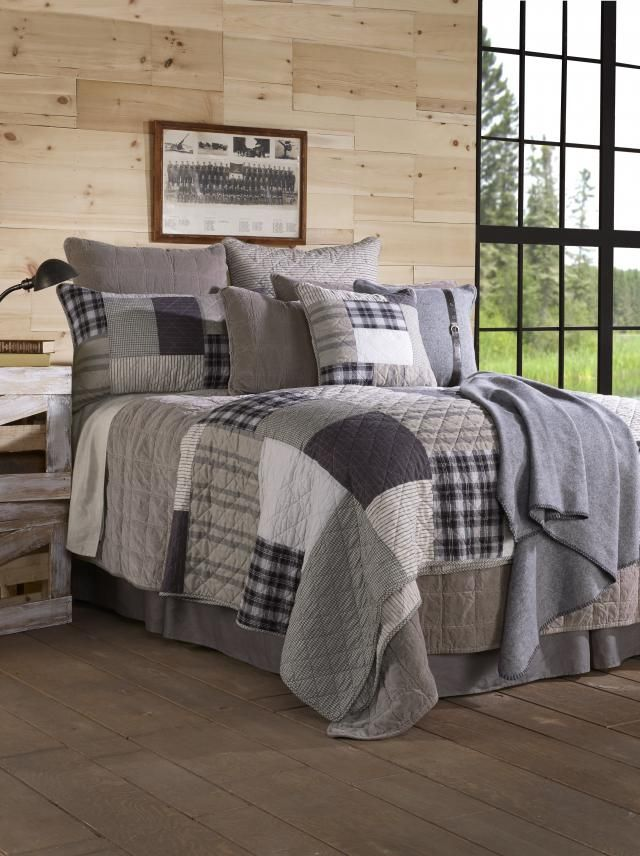Thenicest looking Dan!Quilt and accessories made of cottonVery nice with Veloute taupe and Wool grey collectionsAvailable at your Brunelli retailer