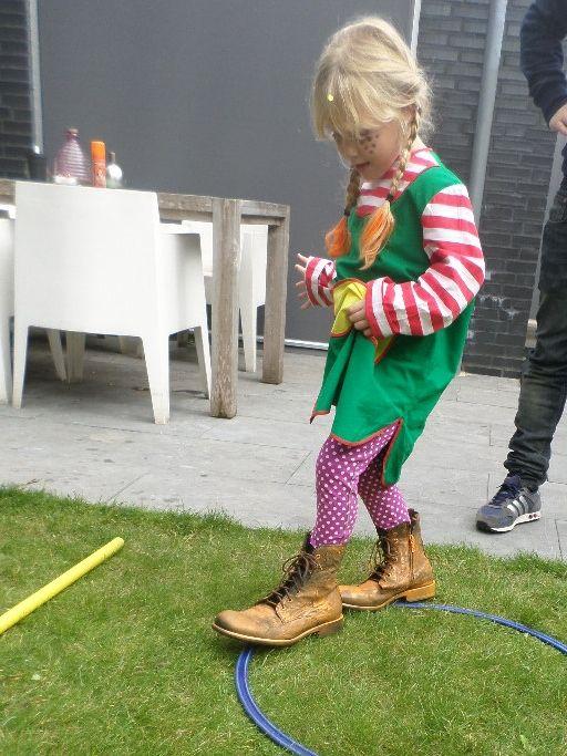 hindernisbaan op pippi's schoenen