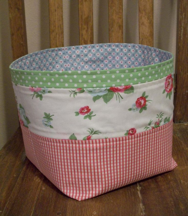 "St. Louis Folk Victorian: 3rd Floor Fabric Basket Tutorial ""Ride-Along"" - good clear tutorial.  But I will add handles."