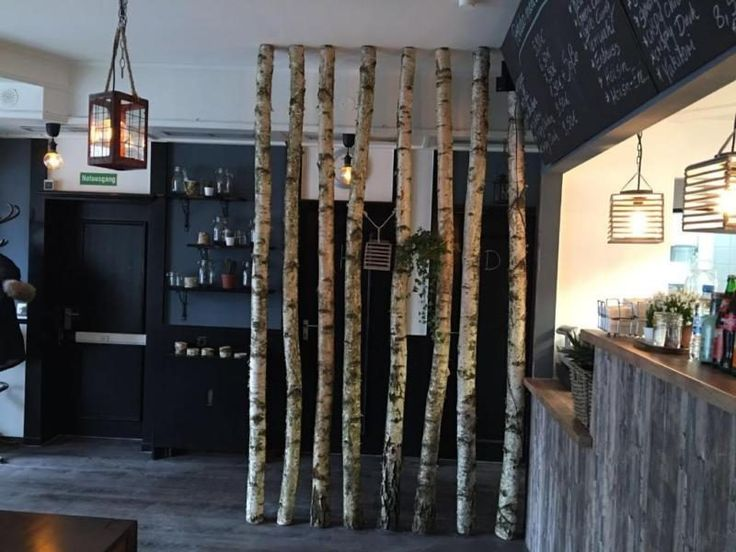 Baumstamm An Decke Befestigen : die besten 25 birkenstamm deko ideen auf pinterest ~ Lizthompson.info Haus und Dekorationen