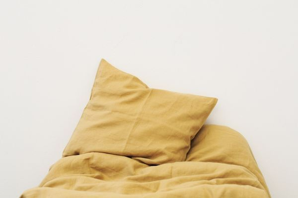 sengesett av lin | gul