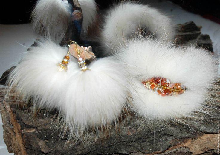 Купить Комплект украшений из меха браслет и серьги - золотой, мех, мех енота, Сердолик