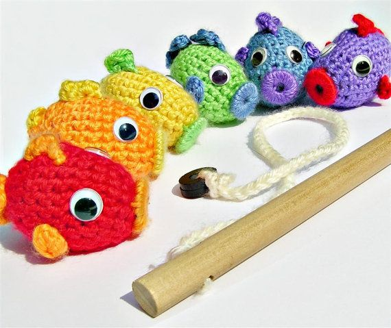 How cute are these? They're magnetic!Crochet Rainbows, Gift Ideas, Cute Ideas, Rainbows Fish, Crochet Fish, Fish Pole, Fish Games, Fish Sets, Sets Magnets