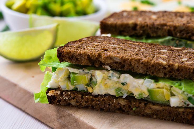 Žitný chléb s avokádovou pomazánkou
