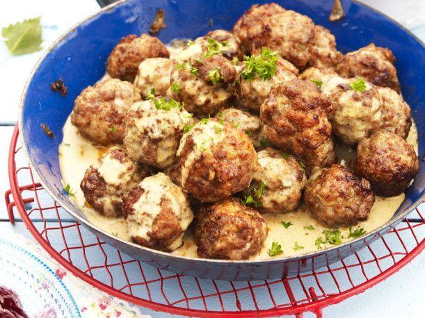 Unser beliebtes Rezept für Köttbullar mit Salzkartoffeln und mehr als 55.000 weitere kostenlose Rezepte auf LECKER.de.