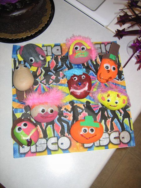 Fun and easy craft for a kid's birthday party. Ours was a disco birthday theme.