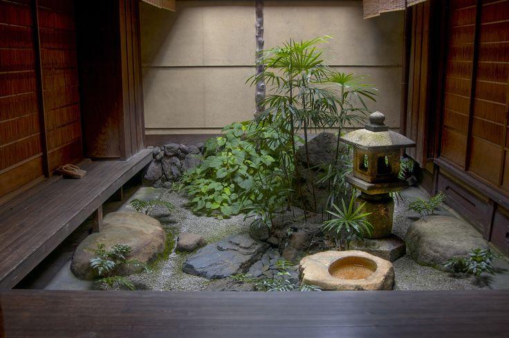 Tsubo (courtyard) garden at Yoshida-ke Kyoto Japan - photo by Marc Peter Keane [1800 x 1197]