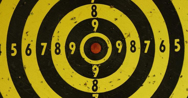 Arma de dardos caseira. Você pode fazer uma arma de dardos de sopro rápida e facilmente em casa. Uma visita rápida à loja de materiais de construção e você terá tudo o que precisa. Esta arma de 1,2 metros é muito efetiva e fácil de construir que você se sentirá inspirado a adicionar as suas próprias melhorias e customizações. Uma vez que tenha praticado e seja competente ...