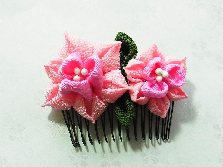 Tsumami Kanzashi flower hair comb  Kimono Japanese Chirimen - daffodil (light pink-pink) by chirimenbunny on Etsy