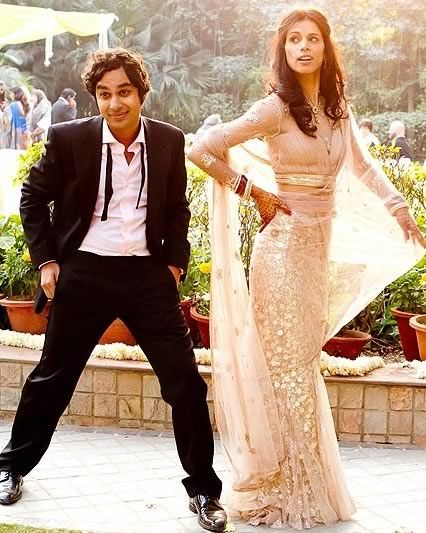 Kunal Nayyar and Neha Kapor at their marriage reception in New Delhi  OMG! I love it! Classic Raj!