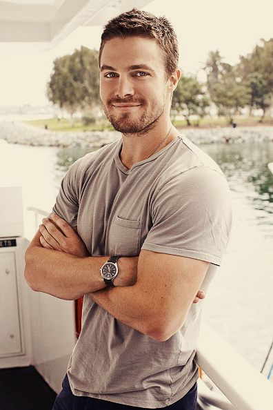 Stephen Amell - Dweeb though he may be, he does have an adorable smile. ;)