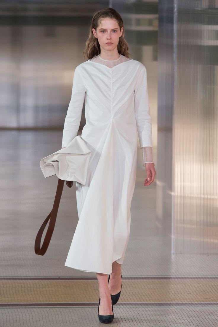 Lemaire Fall 2017 Ready-to-Wear Fashion Show - Maria Zakrzewska