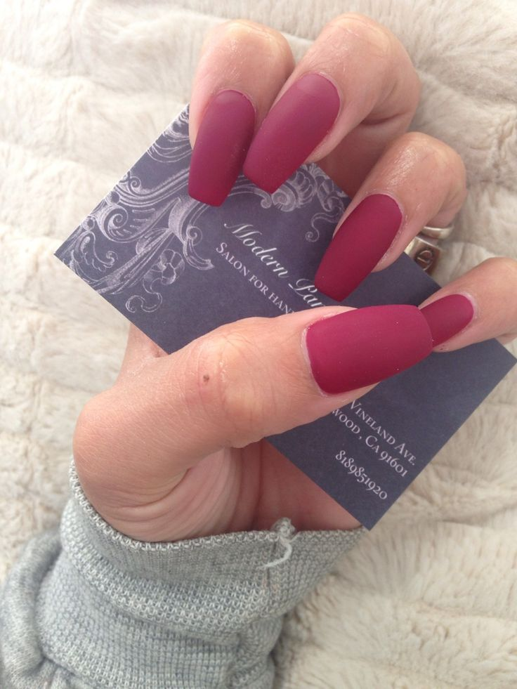 Not a big fan of long nails, but these are gorgeous and to die for!! If I ever get the chance to get mine done professionally, this will so be what I will get!