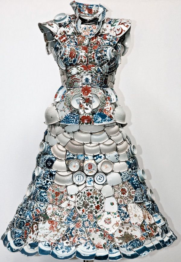 old tradition ( Wat Arun temple of porcelain pagoda) with the new forms. Li Xiaofeng is beijing artist who creates clothing piece made from traditional chinese ceramics.  He makes the clothing from ceramic shards coming from the Song, Ming, Yuan and Qing dynasties, which are sewn together on a leather undergarment