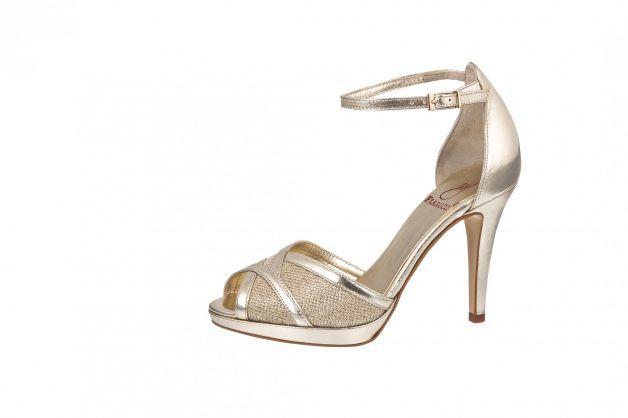 Met deze prachtige schoen steel jij de show! Door het subtiele enkel bandje is dit een comfortabele schoen om te dragen.