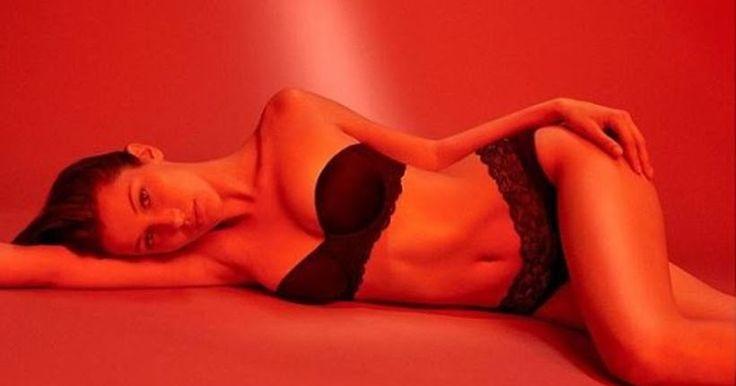 Φωτογραφίες: «Φωτιά» σε κόκκινο φόντο η Bella Hadid