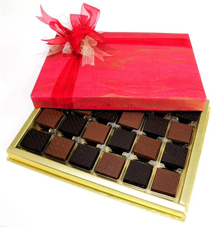 Sade, şık ve sıcak renklerden oluşan dekoratif kutusunda, 96 adet Mild madlen çikolatası ile bayram ziyaretlerinde keyifli dakikaların anahtarı..  çikolata sepeti, çikolatasepeti, chocolate, özel çikolata,ganaj,turuf, karamel, krokant, krenç, nuga,  mild