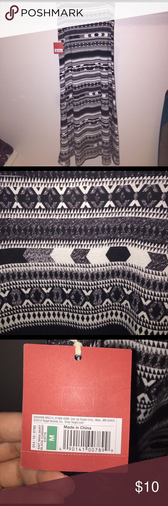 Mossimo Black & White Aztec Maxi Skirt NWT. Target Maxi skirt. Size M Mossimo Supply Co Skirts Maxi