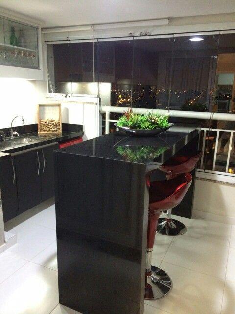 Varanda gourmet pequena! Aconchego, bela vista! Projeto FKM INTERIORES BY FABI KHAUAM