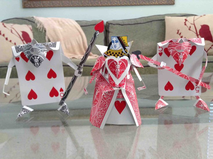 Queen of Hearts & Soldiers (made from playing cards by Reddit user Rei_Areaaaa)