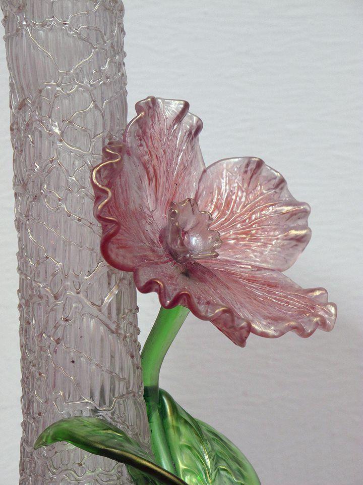 Glasblomma - Kukka lasista - Flower made of glass. #EKTAMuseumcenter #Jugend #Artnouveau #Ekenäs #Raseborg #Museum #glassart