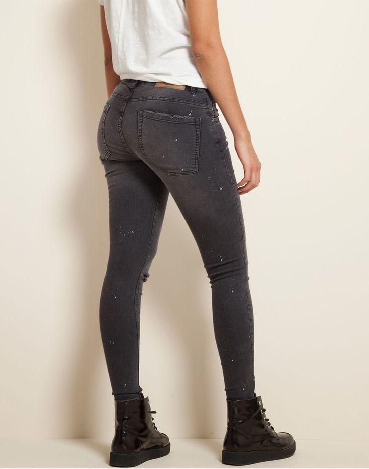 Black skinny jeans + salpicado pintura Color Blue