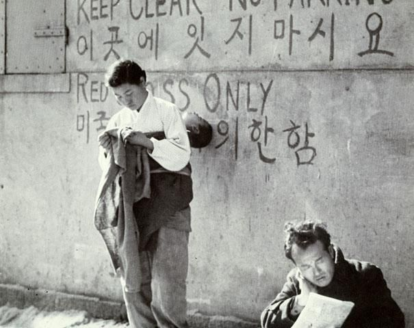 Photo by Yi Hyeong-Rok 1957 / Yong-san, Seoul