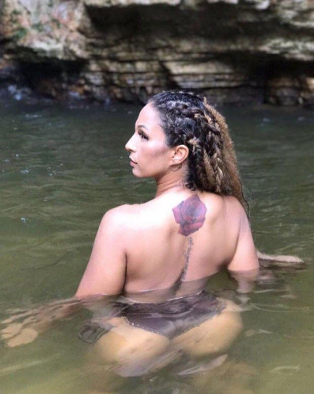 Valesca Popozuda se refresca em cachoeira de topless. #Cantora, #Fotos, #Instagram, #Noticias, #Novo, #Show, #Sucesso, #Youtube http://popzone.tv/2017/09/valesca-popozuda-se-refresca-em-cachoeira-de-topless.html