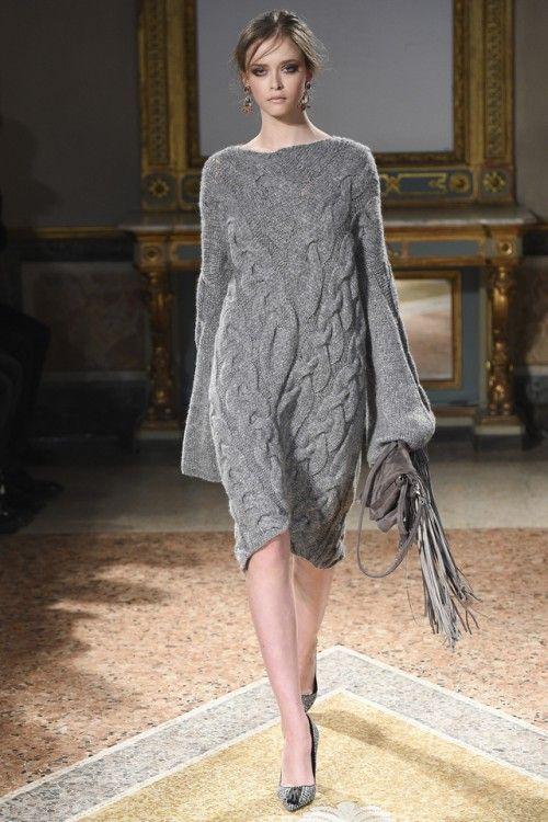 платье Les Copains, модные тенденции 2017, вязаный подиум 2016, вязаные платья мода (фото 9)