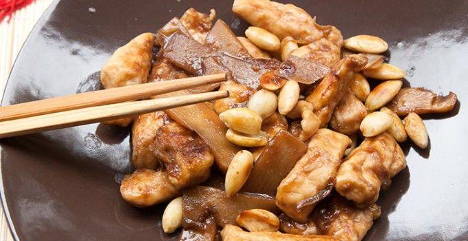 Pollo mandorle e bambu