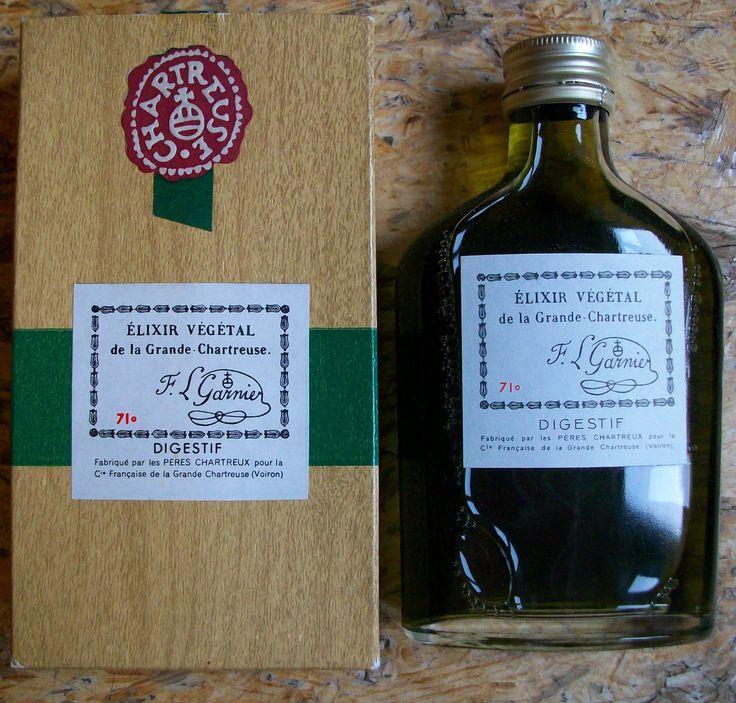 Une rare flasque d'élixir végétal de la grande chartreuse #liqueur #alpes #moines