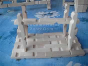 Mesa cuadrada con pinzas de la ropa / mesa2037.jpg