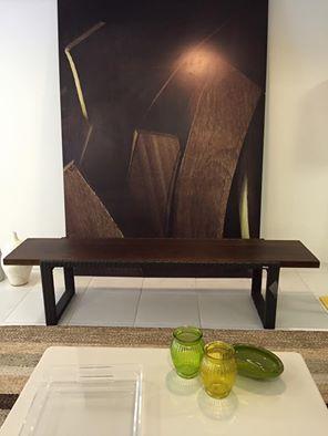 Banco em madeira e fibra sintética da Brisa Casa, perfeito para áreas externas!