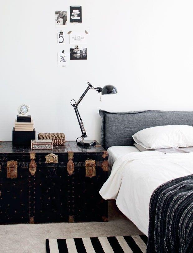 O baú é um dos mobiliários mais antigos que se tem registro, com sua forma retangular, foi criado principalmente para armazenar roupas finas, armas e comida. Desde a sua criação até os dias de hoje