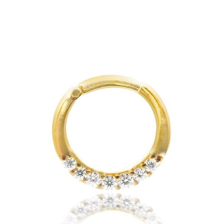 Piercing anneau en or jaune 18 carats avec brillants blancs griffés. Cet anneau s'ouvre et se ferme très aisément, en un seul clic.