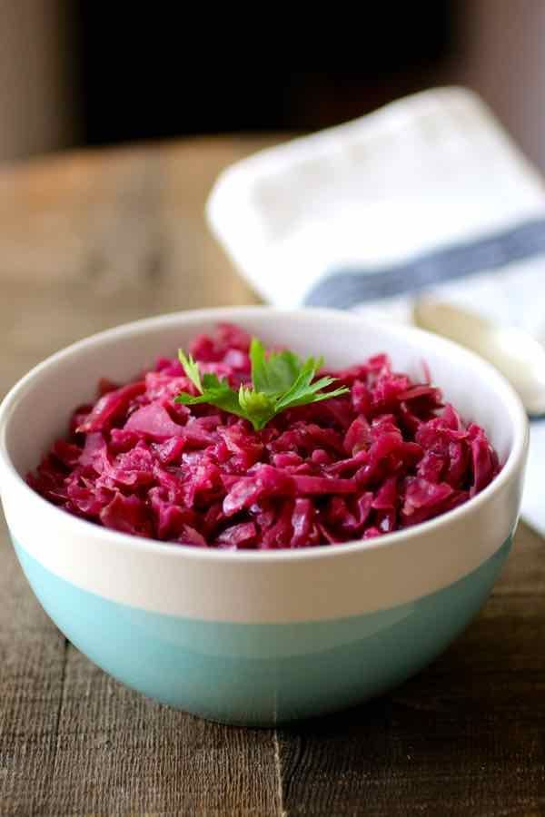We are closing this short Danish special with one of the most ubiquitous side dishes of Scandinavian cuisine and especially Danish cuisine: rødkål. Rødkål is nothing more than the Danish name for red cabbage. It is often served with roast pork or roast duck, especially at Christmas. Flæskesteg med rødkål (roast pork with red cabbage) is also served cold on dark Danish rye bread as an open sandwich, known as smørrebrød.