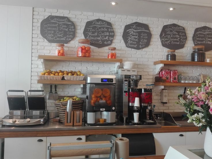 Tasty food, freshly squeezed #juice by #VersatilePro, good atmosphere, this is Rosetta Bakery at Miami Beach :)