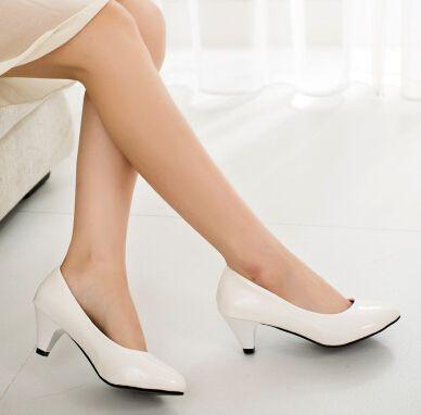 Encontrar Más Bombas de las mujeres Información acerca de Solos zapatos zapatos de plataforma zapatos de tacón alto mujeres de bombas blanco y negro zapatos de trabajo zapatos rojos de novia ShoesNew 2015, alta calidad zapatos descalzos, China zapatos de mesa Proveedores, barato zapato ee. uu. de Journey to the foot en Aliexpress.com