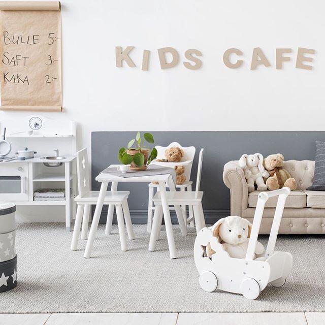 Kids Café, kul samarbete med Frida på Trendenser och Ellos. @trendenser www.ellos.se/kids-cafe @kidsconcept #ellos #trendenser @teddykompaniet #teddycompaniet #barnrum #barnrumsinredning #barnerum #barnroom #barnerum #starmöbelserie #lekkök #barninredning #barnsoffa