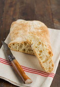 Chapatas. Receta de pan chapata Ya había hecho chapatas varias veces pero tenía ganas de probar esta receta de Bertinet y sin más me puse manos a la obra, adaptando los métodos y tiempos de fermentación a mi manera. Aunque vaya en contra de lo que la mayoría piense, ahora es la é