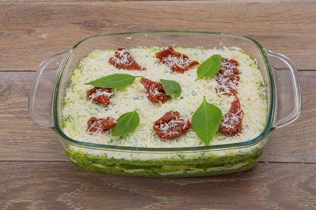 Овощная лазанья из цукини с рикоттой и соусом песто - KitchenMag.ru