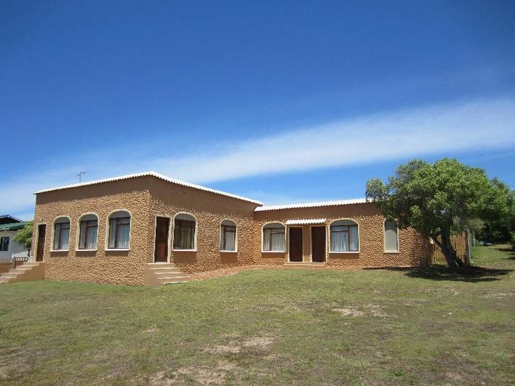 PERFECT LOCATION. BEST PRICE.  OLD STYLE STURDY BUILDING LOOKING FOR A REVAMP