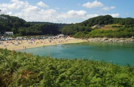 Our beach of the week is Maenporth! It has great views across Pendennis Castle and the lighthouse on St Anthony Head