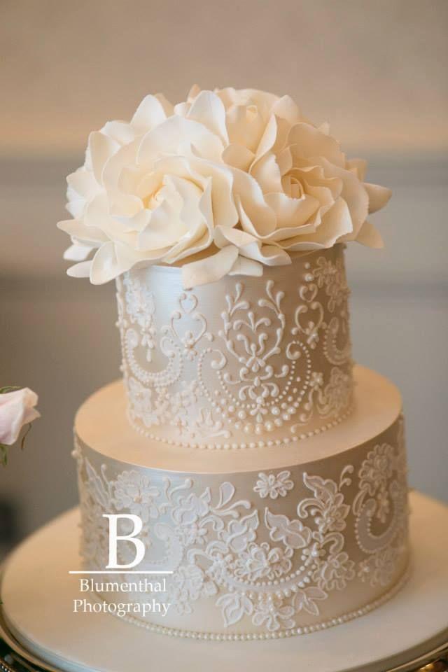 Elegant Cake Decorations : Best 25+ Ivory wedding cake ideas on Pinterest Ivory big ...