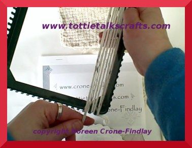 How to weave with yarn on the potholder loom 3